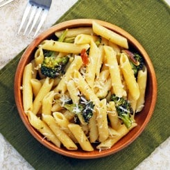 Roasted Garlic and Broccoli Penne - A quick and easy dinner that's full of flavor! Full recipe at www.theliveinkitchen.com