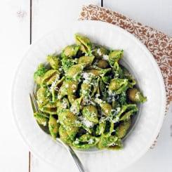 Spinach Pesto Pasta // The Live-In Kitchen