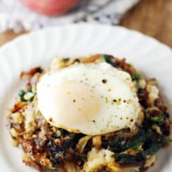 Leftover Mashed Potato Cheesy Vegetarian Hash - Make the best use of your leftover mashed potatoes by adding crispy cheese, roasted veggies, and a fried egg! This is my favorite hot breakfast ever!