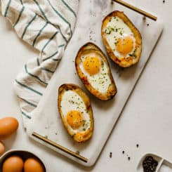 Vegetarian Potato Skin Egg Boats - An easy brunch or breakfast for dinner idea! #breakfast #brunch #mothersday #eggs #potatoes